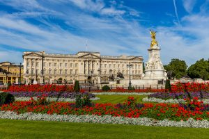 Buckingham Palace 300x200 - Luxurious homes around the world